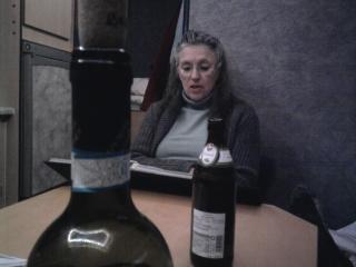 04-03; Elbe; Heidi beim Trinken am Abend