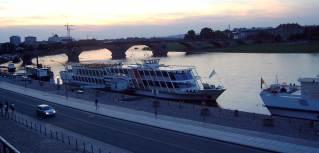 04-09; Dresden; Touristenschiff; von Peter