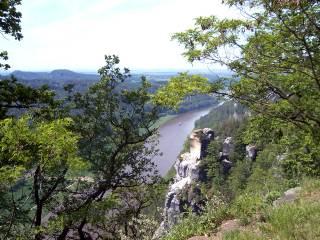 04-09; Elbsandsteingebirge mit Elbe