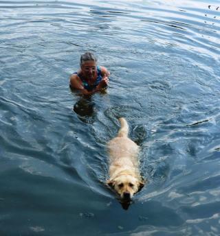 08-05; Litomerice; Lara lernt Schwimmen 02