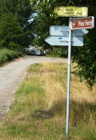 08-06; Nucnice, Standplatz an kleiner Fähre 01