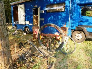 08-09; Kostelec, Fahrrad platt 02