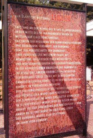 08-11; Litice; historische Wallanlagen 02