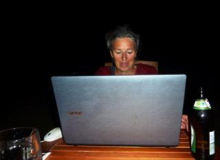 08-17; Serec; Heidi am Laptop