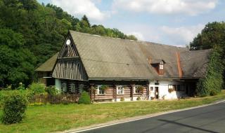 08-22; Dolni Lanov; traditionelles Holzhaus