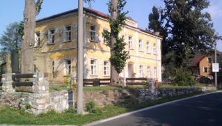 08-23; Hosni Lanov; Schule zum Verkauf 01