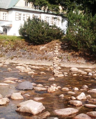 08-24; Spindleruv; Steine in der Labe