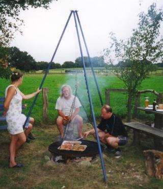 2002-05-01; Horst, Heidi und ich am Grill