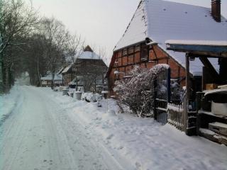12-25; Winter an unseren Haeusern 01