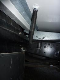 Durchbruch von der Starter- zur Bordbatterie außen