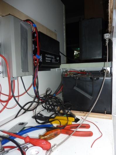 Batterien, Ladegerät und Ladewandler