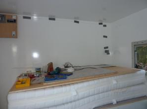 Das Bett mit vorverlegten Kabel