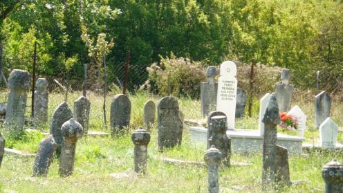 Einer der zahlreichen Friedhöfe