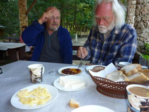 Zum Frühstück eingedickte Kirschen, uam.