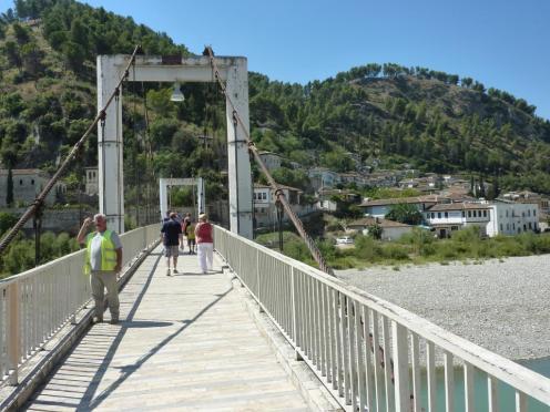 2016-08-22; Berat 12; Hängebrücke 02