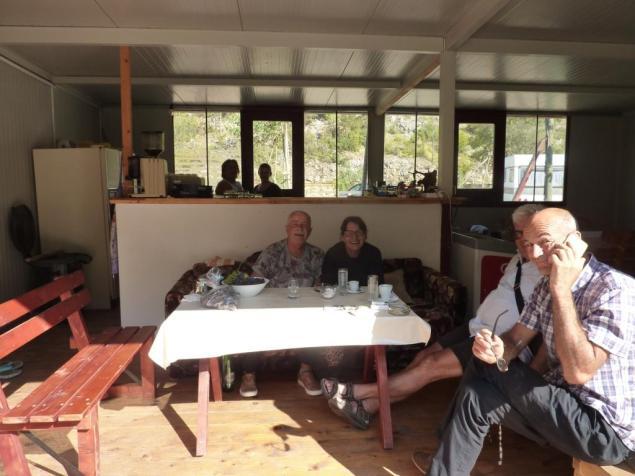 Chef und Gäste