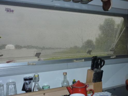 Regen am Küchenfenster