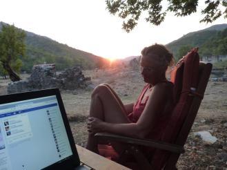 Arbeit bei Sonnenuntergang