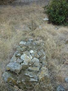 Ganz schön befestigte Gräber hier
