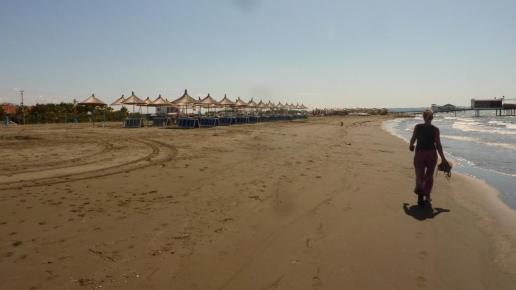 Der Strand ist fast menschenleer