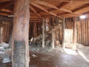 Was für eine schöne Holzdecke und Treppe