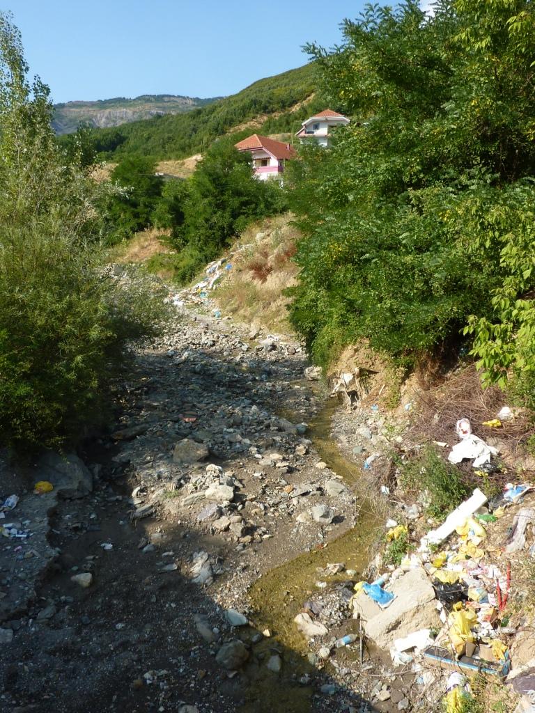 Eingang über die Müllhalde