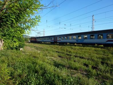 Personenüge: Eine Lok, zwei Wagons