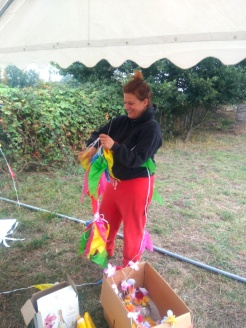 Anna im Kampf mit dem Knoten